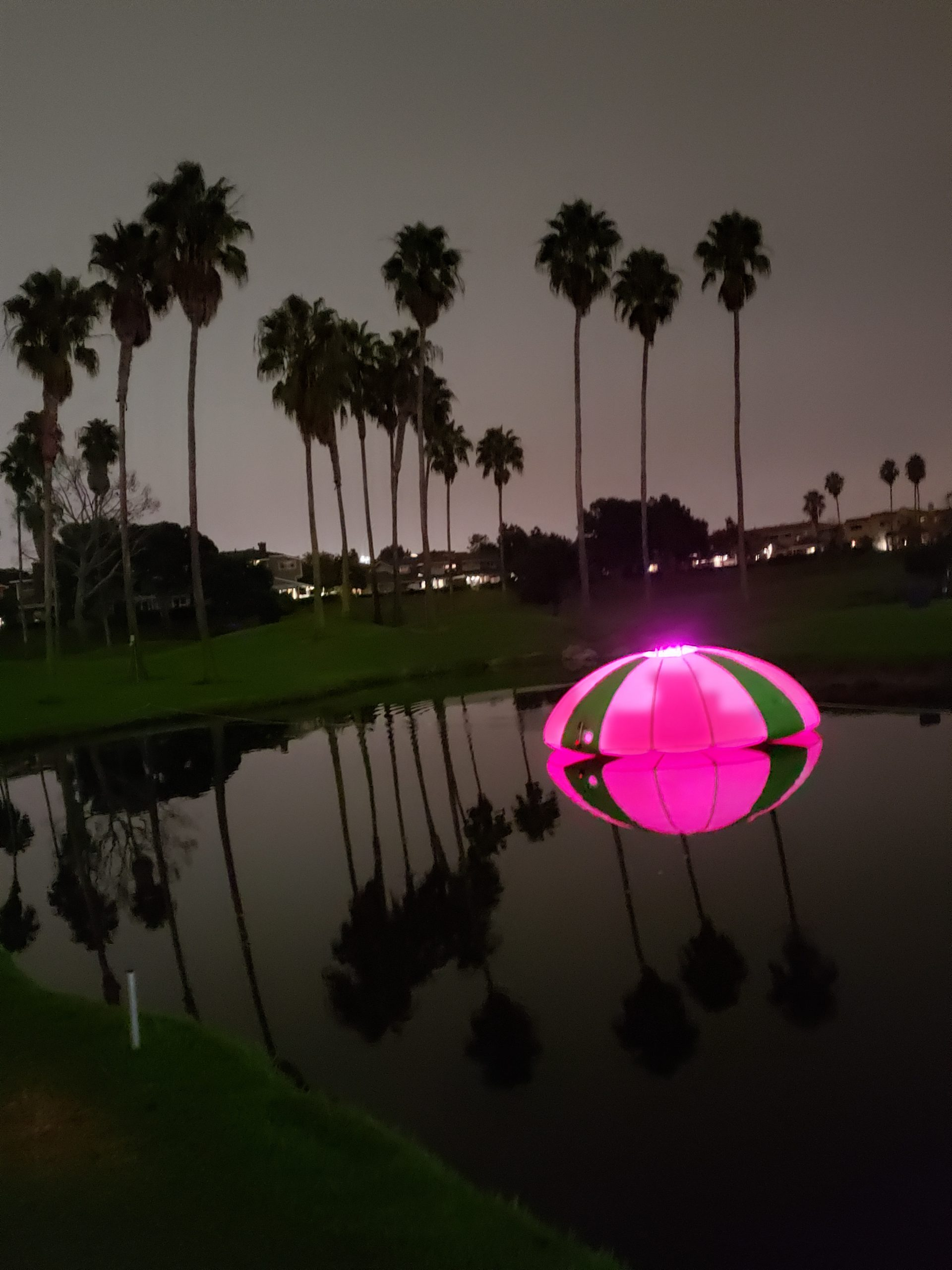 Floating golf targets